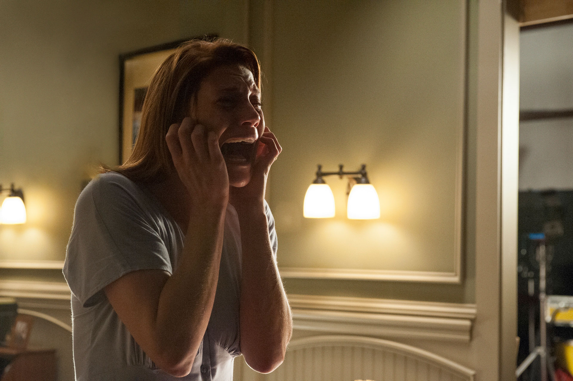 Marie (Katee Sackhoff) reaches the tipping point in OCULUS.